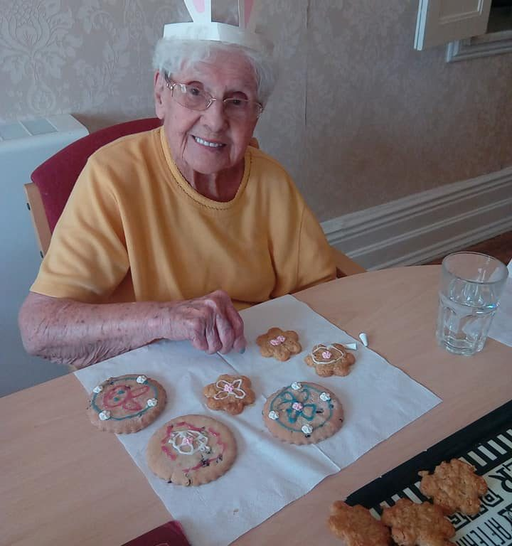 Easter-biscuit-decorating