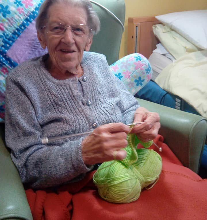 Joan Curtis knitting