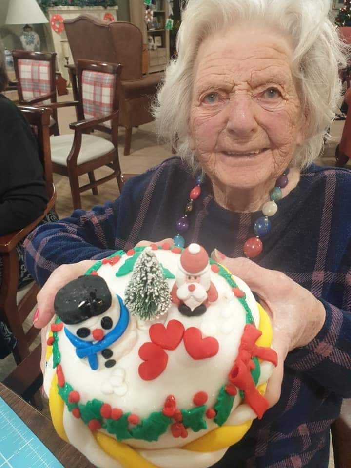 Resident and iced cake
