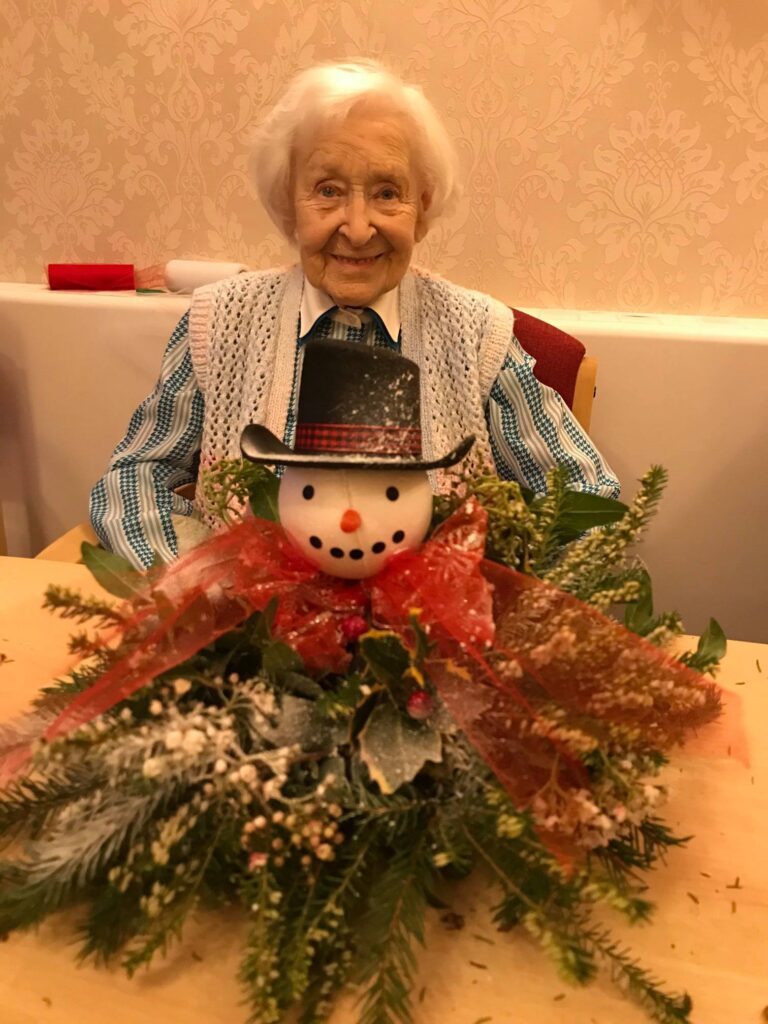 resident and snowman table centre - xmas festivities