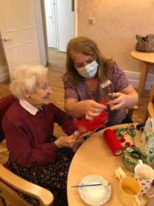 resident and Vanda crafting - xmas festivities