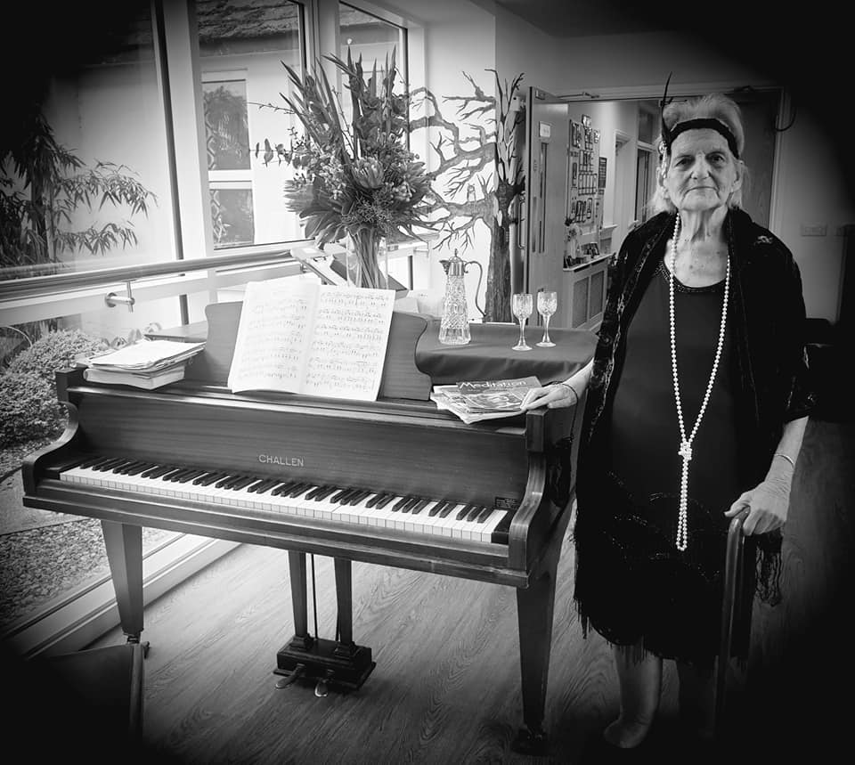 lady with pearls at the piano b/w