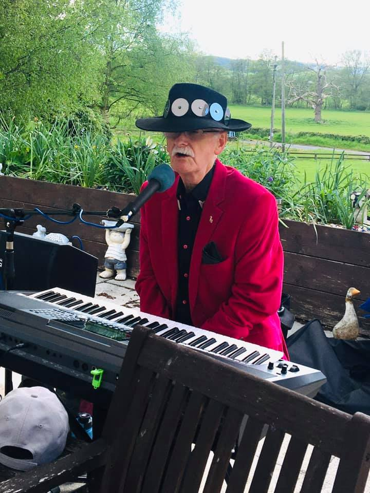 entertainer at West Eaton