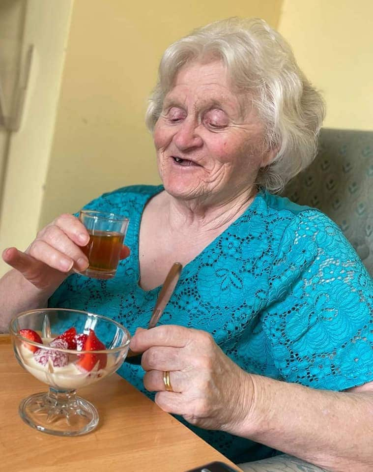 Wimbledon - Pimms and strawberry tea lady resident